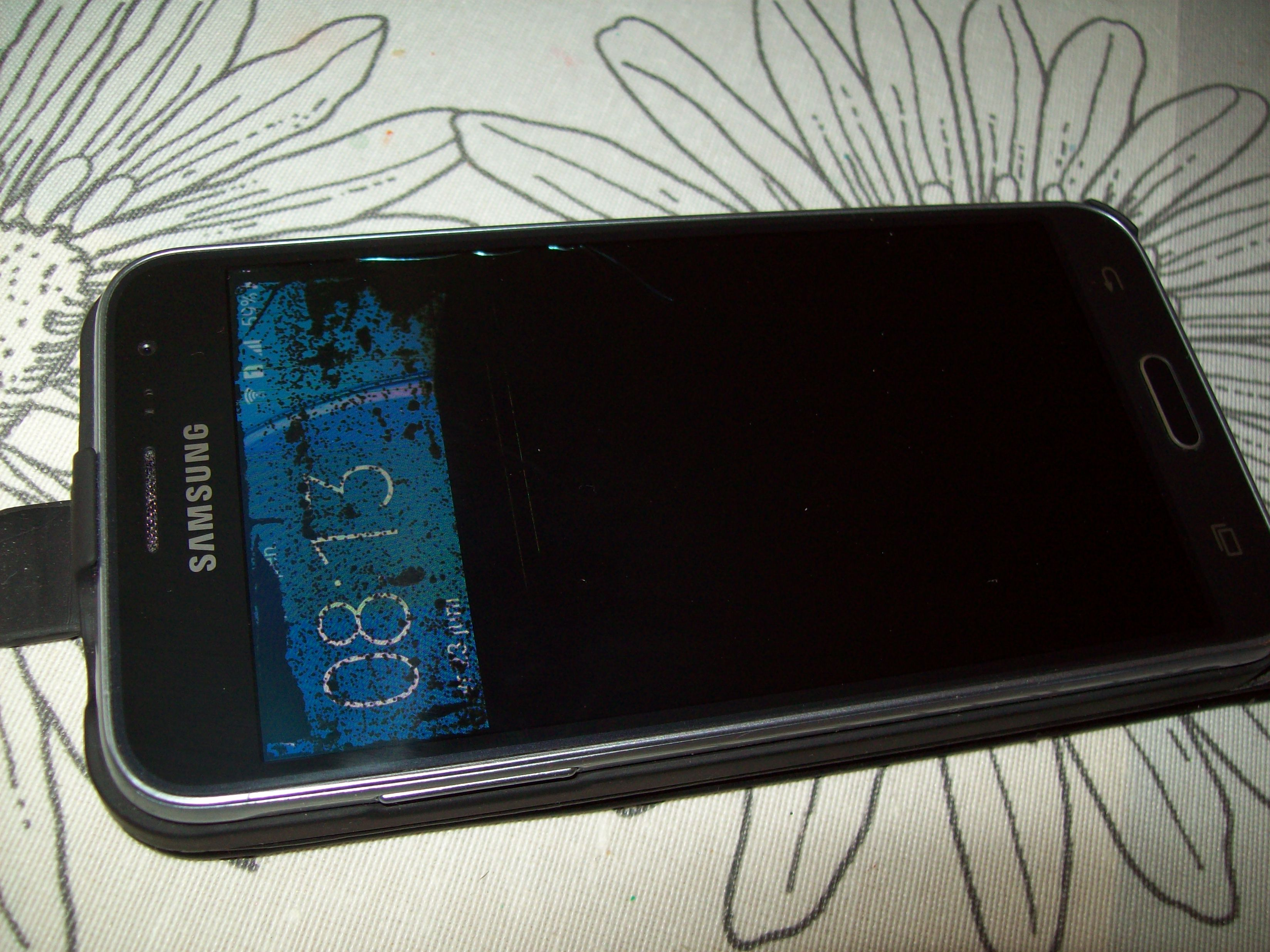 Anyone have trouble with Galaxy J3 screens breakin Samsung